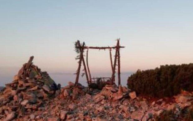 У Карпатах на вершині гори з'явилася диво-гойдалка, дух захоплює — 2000 метрів над землею