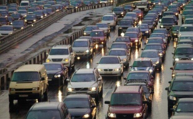 Водители, ликуйте: в Украине рекордно подешевело горючее