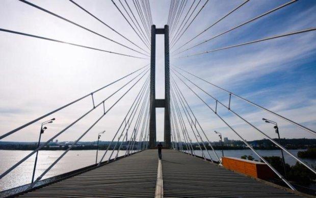 Киевский мост может рухнуть из-за браконьеров
