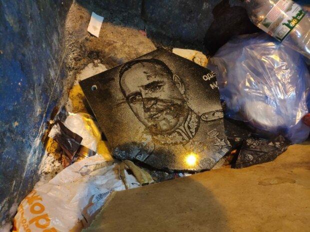 В Одессе пытались вернуть на место демонтированную доску маршалу Жукову