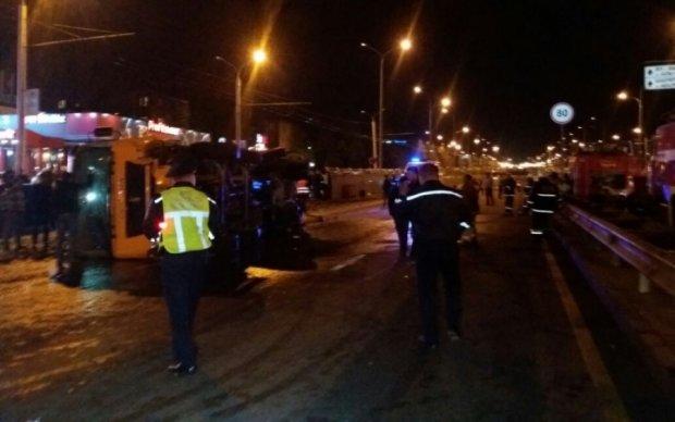 В Китае перевернулся грузовик с рабочими: десятки жертв