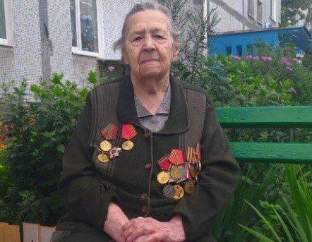 """Военная медсестра из Хмельниччина получила стипендию от Зеленского: """"Мне 98, видела много крови"""""""