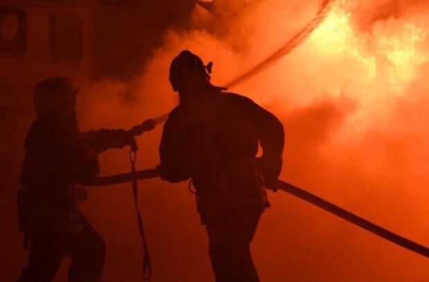 Поддерживали команду взрывами: во Львове фанаты устроили пожар на стадионе, могли пострадать тысячи человек
