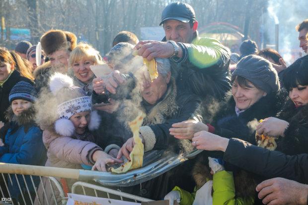 Безглуздий троллінг над українцями обернувся для росіян скандалом: смак дитинства просто з лопати