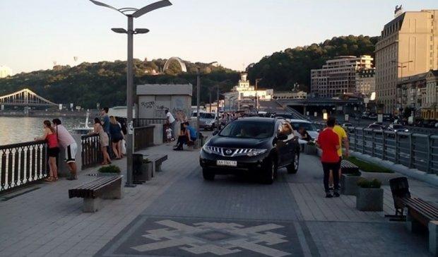 """""""Герої паркування"""" окупували столичну набережну (ФОТО)"""