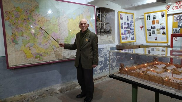 """89-летний тернополянин до сих пор ходит на работу и рад этому - """"Не пропустил ни дня"""""""