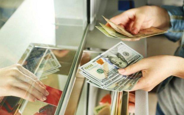 """Курс на июль: доллару и гривне не дадут """"расслабиться"""""""