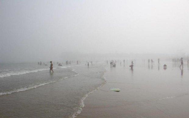 Ядовитый туман окутал популярный пляж: сотни пострадавших