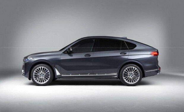 BMW X8, Автоцентр