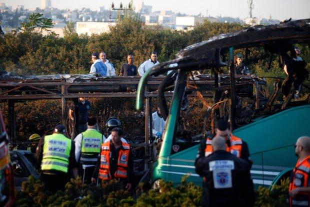 Пассажирский автобус влетел в канал: десятки погибших, страна в трауре, продолжаются поиски