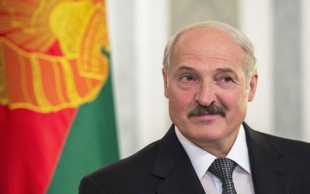Горбатая гора: Лукашенко готов прижаться к Путину спиной