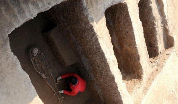 Поховання, яким 2000 років розкопали в Китаї