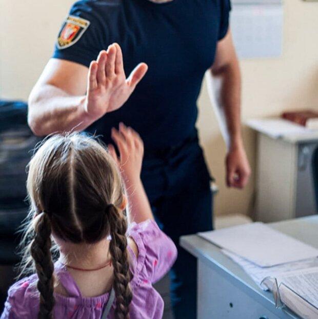 """Поліцейські втілили мрію маленької українки - зворушливо до сліз: """"Коли я виросту..."""""""