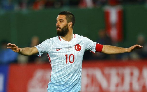 Лідера збірної Туреччини вигнали з команди через напад на журналіста