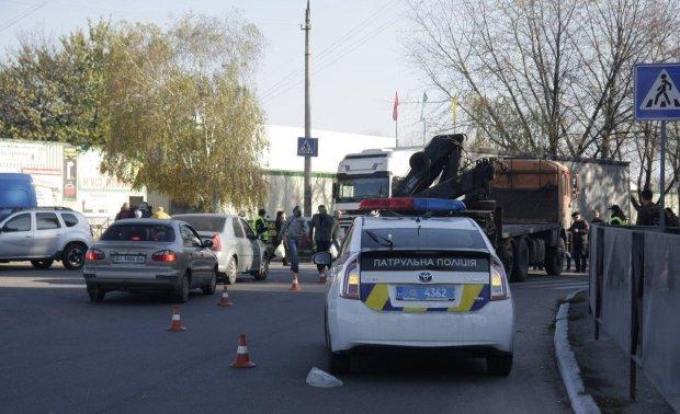 """П'яний поліцейський на """"євробляхах"""" на смерть збив дівчину: комбо"""