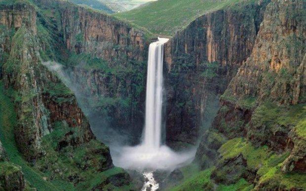 Блогеры погоняли шары у водопада и установили мировой рекорд