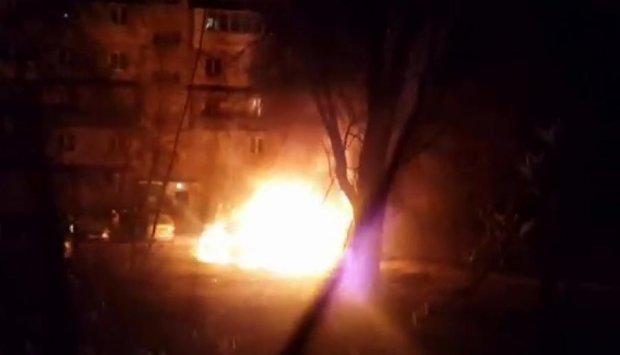 Ночью в Киеве сгорели два автомобиля