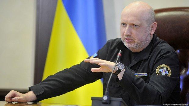 Колони техніки, винищувачі та багатотисячна армія: Путін активізував підрозділи на кордоні, Україна на порозі великої війни