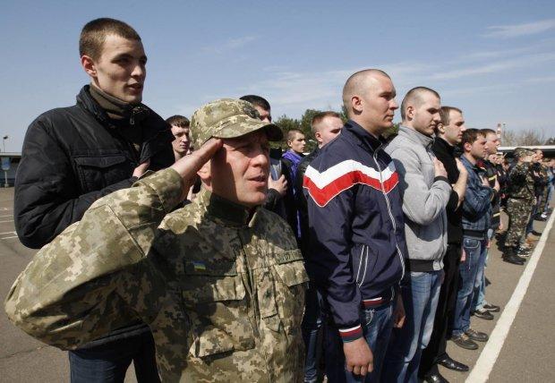 """Обережно, фейк! Українців перед виборами лякають """"драконівськими"""" правилами військкоматів"""