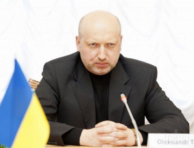 Турчинов обіцяє судити корупціонерів на стадіонах