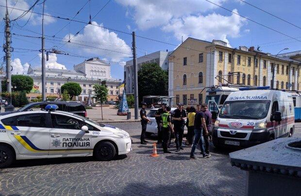 """У Львові некерований легковик """"припаркувався"""" в будинок, водій не встиг навіть зойкнути: фатальні подробиці"""