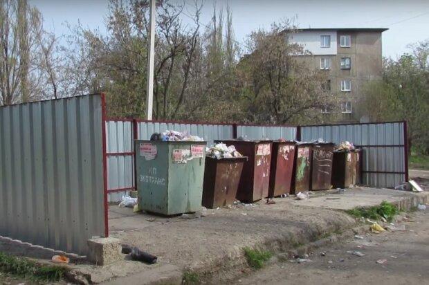 мусорные контейнеры, скриншот из видео