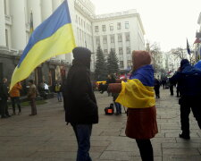 """Акція протесту """"Ні - капітуляції"""" - Офіс Президента"""