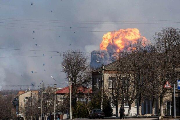 Под Одессой гремят мощные взрывы, на улицах ужас и дикая паника: что происходит