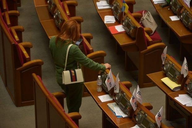 Колір настрою - зелений: депутати вбираються в кольори Зеленського, а Шкрум засвітила сумочку за 65 тисяч