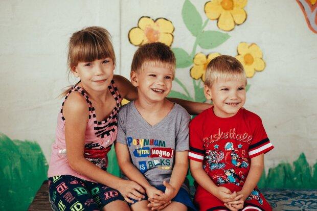 """Під Дніпром четверо осиротілих малюків чекають на нових батьків: """"Де ти, матусю"""""""