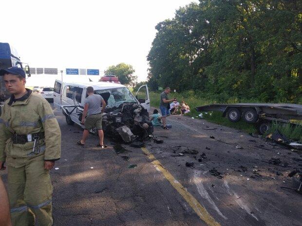 В Одесі некерована автівка влаштувала моторошний погром, рятувальники мчали щодуху: НП потрапила на камеру