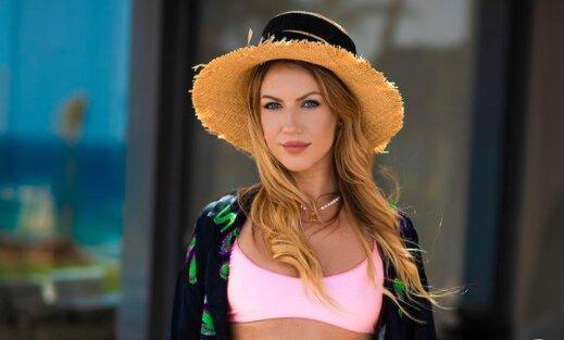 """Жаркая Леся Никитюк вывалила прелести под египетским солнышком: """"Нельзя прятать"""""""