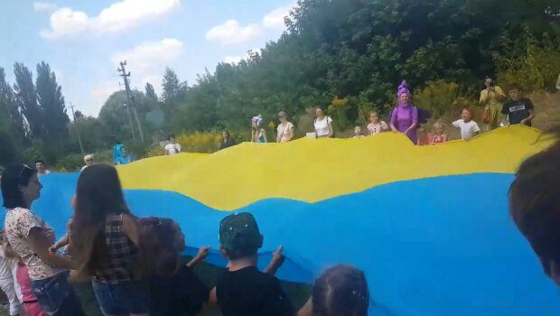 Українські школярі, фото: facebook.com/Лариса-Ніцой
