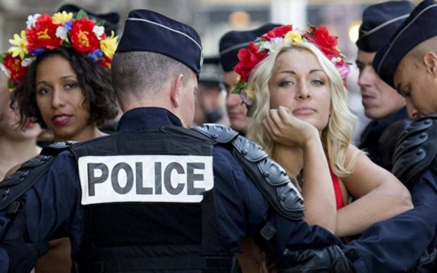 Нападение на друга Путина: активистка Femen поплатилась за голое шоу