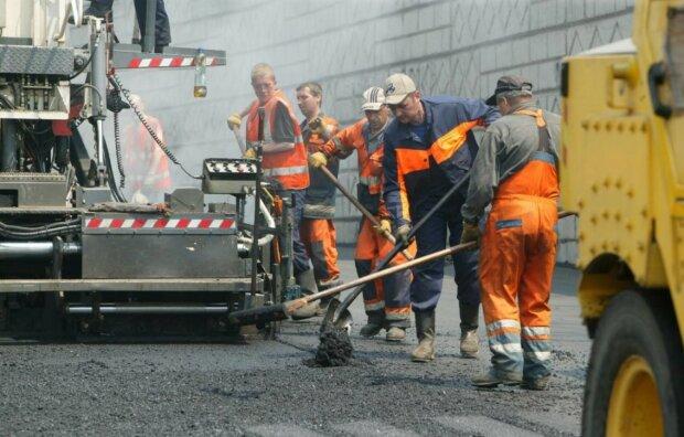 Ремонт дорог в Украине: в Полтавской ОГА изобрели способ привлечь миллионы евро