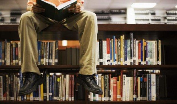 В Одессе  отдыхающий устроил в библиотеке пьяный дебош