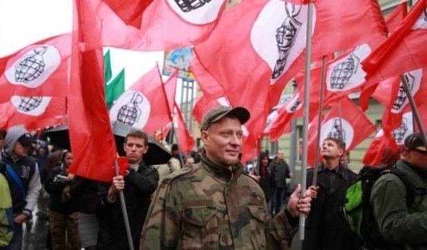 У Санкт-Петербурзі націоналісти закидали консульство Литви яйцями