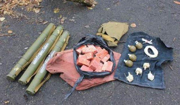 Бойовик «ДНР» ховав вдома тротил та гранатомети (відео)