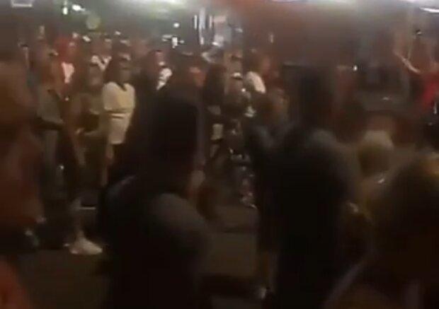 """""""Молодці!"""", - жителі Луцька вночі вийшли на вулиці і не приховують бурхливих емоцій після теракту"""