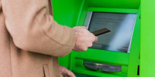 Аферисти еволюціонували? В Україні з'явився новий спосіб шахрайства з банківськими картками