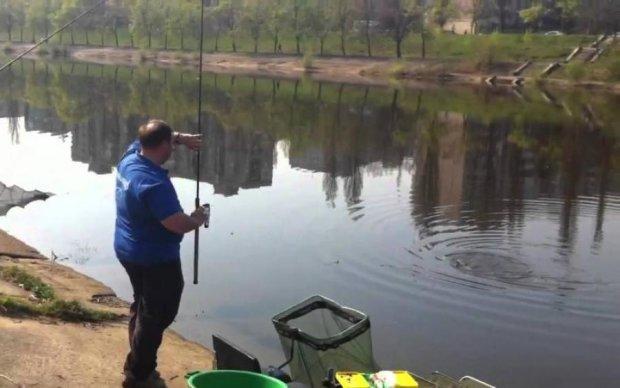 Київські студенти замість риби виловили труп: фото