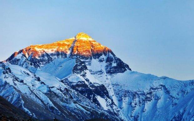Йому підкорився Еверест: у Львові зустріли героя-альпініста