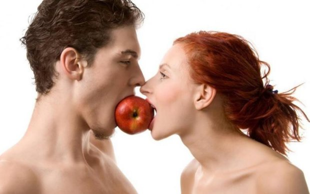 Психологи объяснили, как и почему женщины используют интим