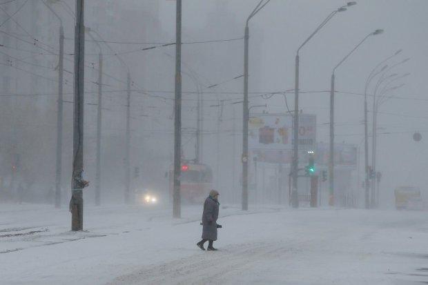 Гололед и снежная буря: погода превратит украинские дороги в каток, водителям приказали готовиться к страшному