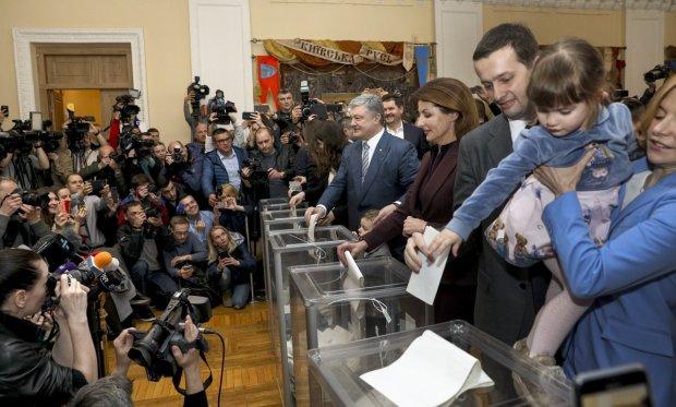 ЦВК опублікувала перші результати: перемагає Порошенко