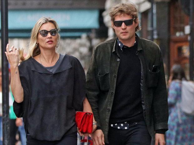 Кейт Мосс и ее юный ухажер показали, что такое страсть прямо на глазах у королевской семьи