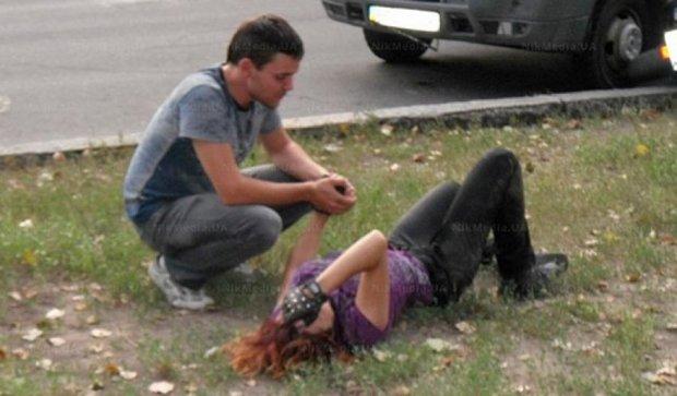 """У Миколаєві """"Газель"""" збила байкершу (фото)"""