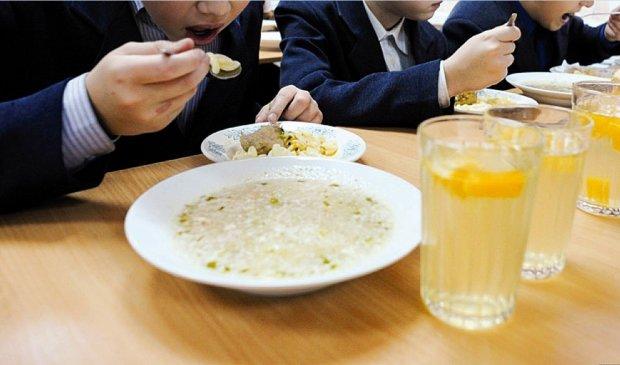 """Школярам готують """"їстівну"""" реформу: як будуть годувати дітей"""