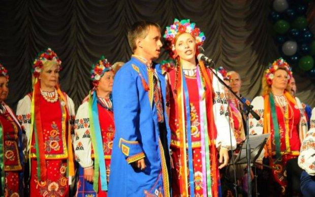 Аксенов, выкуси: в Крыму спели украинские песни
