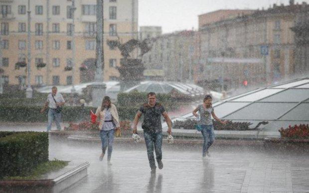Погода на выходные: коварная стихия поставит часть Украины на дождливую паузу
